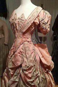 http://www.tudortalkandcatwalk.com/normandby-hall-haute-couture/