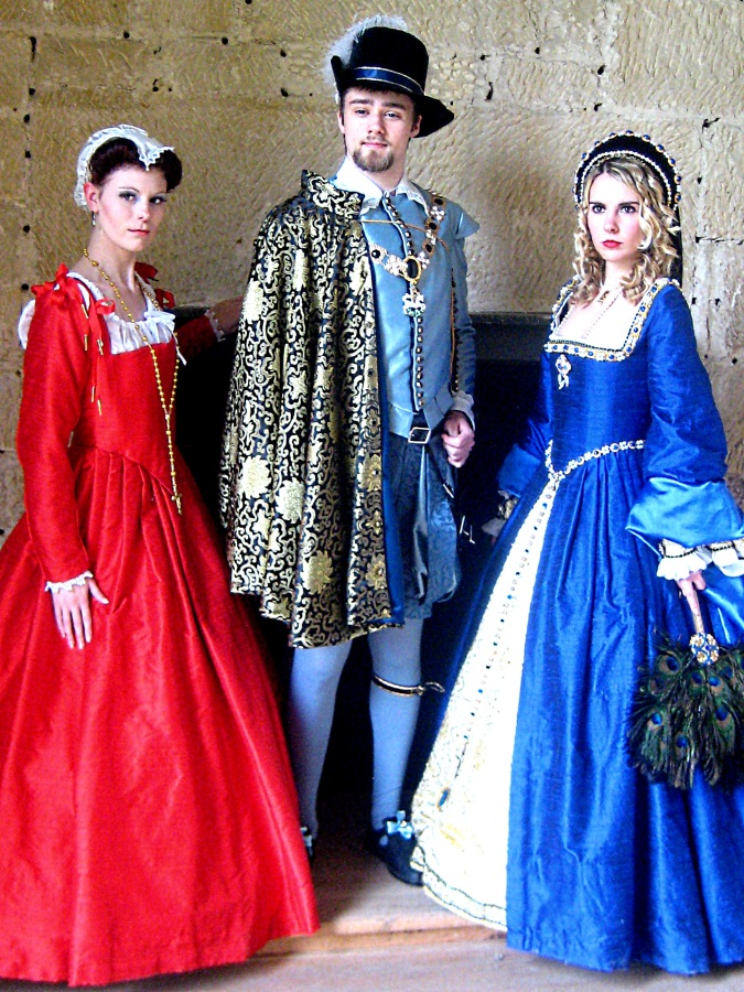 66640fb08c Renaissance Period Costumes   During ... Sc 1 St Julia Renaissance ...